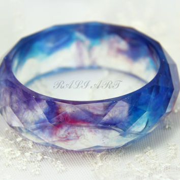 Bracelet resin colored feathers, purple feathers, Bangle resin colored feathers, faceted bracelet, Resin bracelet faceted, colorful feathers