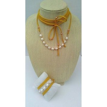 Choker with pearl