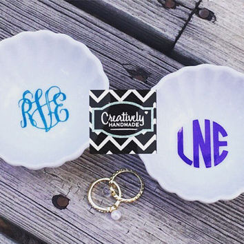 ON SALE!! Personalized Monogram Ring Dish. Jewelry Dish, Jewelry Tray, Monogrammed, Scalloped Dish, Bridesmaids, Maid of Honor, Bride to be