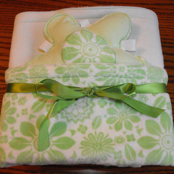 Large blanket in minky and flannel, reversible, green flowers on white minky, taggie toy, nursery bedding, baby blanket, flannel blanket