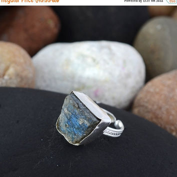 SaleHandmadeJewelry 925 Silver Jewelry Rings With Labrodorite Gemstone // Natural Labradorite Ring // Hammered Silver Ring // Rough Gemstone