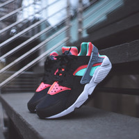NIKE WMNS Air Huarache Run - Black / Menta / Hot Lava