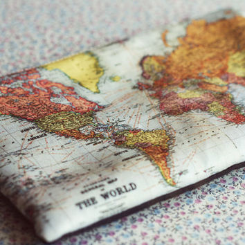 The world map small zipper pouch coin purse.Vintage World Map Make Up Bag.World Map pencil case..Vintage map purse.Travel bag.Vanity case