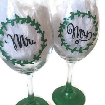 Mr and Mrs Hand Painted Wine Glass, Rustic Wreath Hand Painted Wedding Wine Glasses, Pair of Two Custom Hand Painted Wine Glasses, Wedding