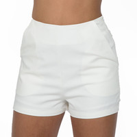 Lush Waist Shorts In White
