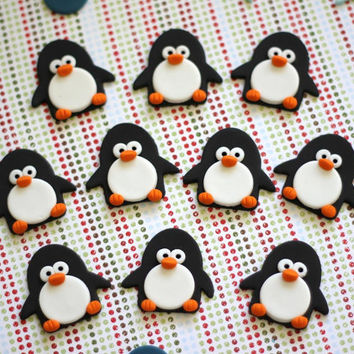 Fondant penguin topper. Penguin fondant cupcake. Edible penguins. Winter wonderland party. Winter wonderland fondant. Penguin cake topper.