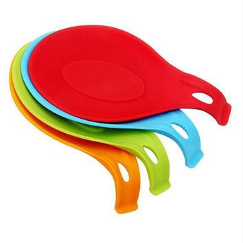 Kitchen Silicone Spoon Pad Spoon Insulation Mat Placemat Drink Glass Coaster Tray Random Color Hot Sale 689