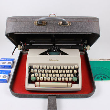 OLYMPIA SM9 - 2 free ribbons - vintage working typewriter - portable typewriter -old typewriter - A3 typewriter