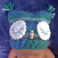 Baby boys Owl hat, photo prop, newborn baby gift, baby shower, blue hand crocheted, eyes open or closed,