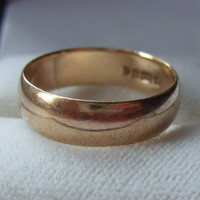 Vintage solid 9ct yellow gold wedding band ring, hallmarked London 1975, 5 mm wide, 1/5 inch wide, 9K gold, plain wedding ring.