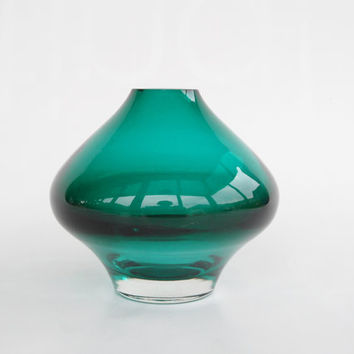 Riihimaki Riihimaen Lasi Oy Finland 1437 glass vase in excellent condition blue green Aimo Okkolin Nameday series mint aqua water colours