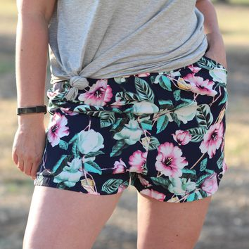Riley Shorts in Navy Tropical