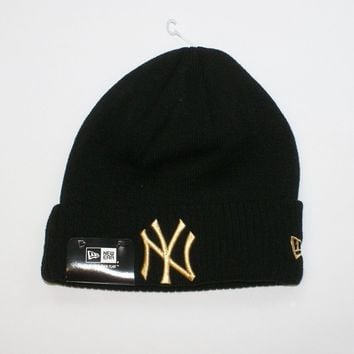 New Era MLB New York Yankees Black Sideline Beanie Wooly Winter Warm Fitted Hat