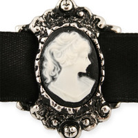 Victorian Choker with Small Cameo