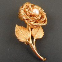 Flower Brooch - GOLD Tone Flower BROOCH with Cultured PEARL - Vintage 1960s