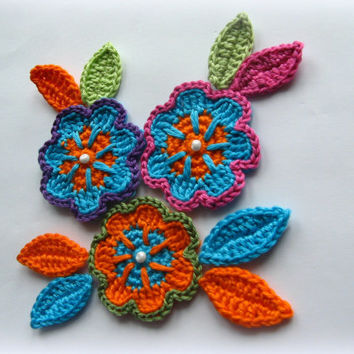 Bright flowers with leaves Crochet Appliqué Pattern