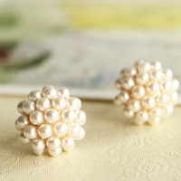 fashion elegant round pearl earring    from looback