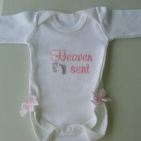 Baby embroidered Onesuit, girl bodysuit, boy bodysuit, baby shower gift,quality cotτon