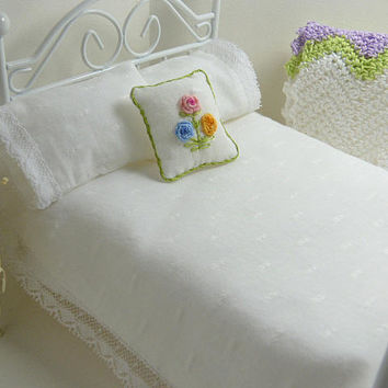 Doll House Miniature, Shabby Chic Quilt, White Blanket, Swiss Dot, Doll Bedding, Chic Dollhouse, Doll Bedroom, Inch Scale, Artisan Miniature