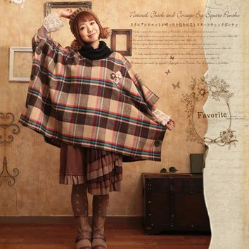 Mori Girl Women Coat Wool Plaid Poncho Flower Appliques Female Winter Coats Side Buttons Turtleneck Cloak Cape Coat T415