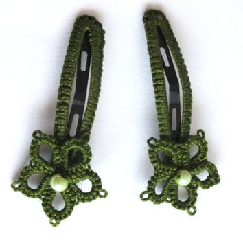 Set of Two Green Flower Tatted Hair Clips, Leaf Green Tatting Hair Clips, Set of Two Tatted Snap Clips, Tatted Dark Green Flower Hair Pins