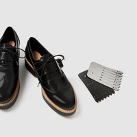 FLATFORM DERBY SHOES WITH REVERSIBLE FRINGE DETAILS