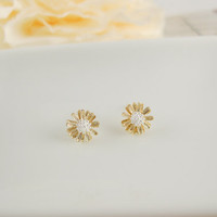 daisy flower earring CHOOSE ONE gold / white