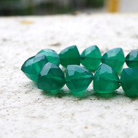 Green Onyx Briolette Emerald Green Faceted Trillion Cut Drop 7mm 1/2 strand wholesale 14 beads
