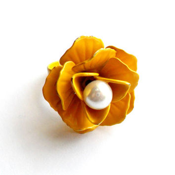 Vintage Yellow Enamel Flower Ring - Faux Pearl Center Ring - Retro Mod Pop Kitsch - 1960s 1970s - Size Adjustable - Summer Fall Fashion
