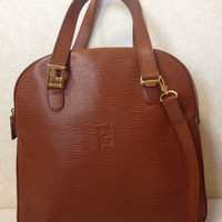 Vintage FENDI brown epi leather oval shape tote bag with a detachable shoulder strap and golden logo. Unisex. Rare purse from Fendi.