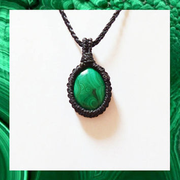 Malachite Necklace / Malachite Macrame Pendant / Malachite jewelry / Healing Stone Necklace / Crystal Healing Necklace / Chakra Necklace