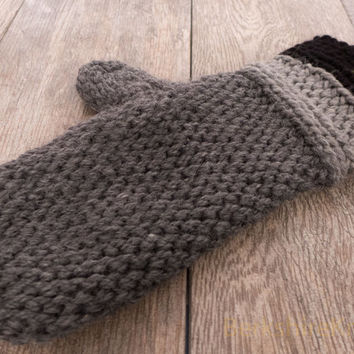 Chunky alpaca wool mittens. Crocheted in dark heather grey, light grey and pitch black. Utra soft and warm. Med - lg women / sm - avg men.