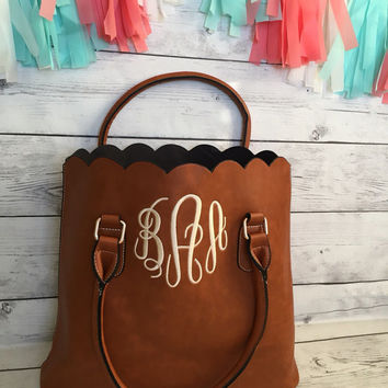 Monogrammed Handbag - Bridesmaid tote - Monogram Tote - Personalized tote - Monogram Purse - Gift for Mom -  Monogrammed Purse - Scalloped