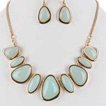 LUCITE STONE METAL FRAME BIB  NECKLACE AND EARRING SET