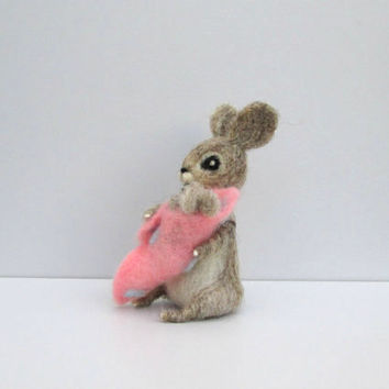 Felted rabbit Mother with baby Mother's day Pink blanket New mom & baby Sweet family gift Easter gift Wool Felted animal Small wool bunny
