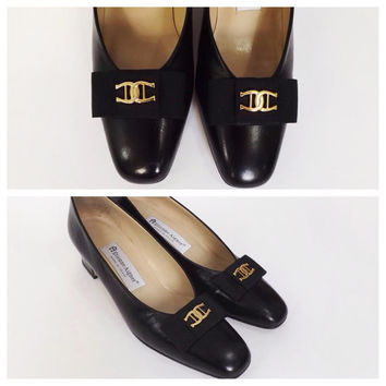 Classic Size 7.5 Vintage 1980's Black Leather Étienne Aigner Pumps High Heel Shoes Low Heel Preppy Mod 1960s Style Logo Shoes Monogrammed