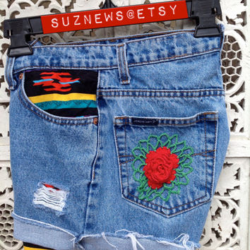 Aztec Southwestern High Waisted Shorts Lacy Rose Back Pocket  Waist 26 Ready Made //SUZNEWS ETSY STORE//
