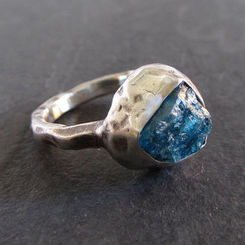 Sterling silver ring with rough apatite // apatite ring / statement ring / rough gemstone ring / oxidized silver ring / rustic ring