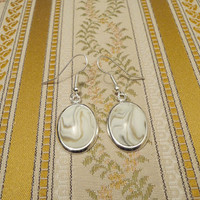White earrings with stone like pattern and beige by NellinShoppi