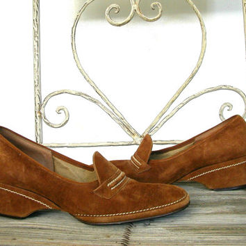 Vintage Brown Suede Loafers / 70s womens shoes / wedges / spring shoes / preppy / size 8 shoes