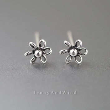 tragus earring tragus piercing labret stud bioflex sterling silver conch piercing tiny flower vintage unique boho jewelry 20g 16g