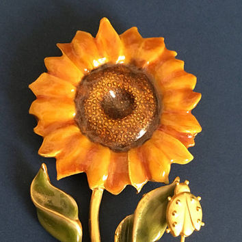 Vintage Sunflower and Ladybug Brooch Signed TC - Sunflower Brooch - Ladybug - Gold Tone Brooch - Summer - Vintage Jewelry