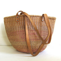 vintage woven farmer's market bag. jute / sisal shoulder bag. Tribal purse.