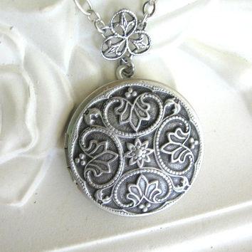 Fleur de Lis, LOCKET, Silver Locket Necklace, Antique Locket, Lockets, Celtic Jewelry, Pagan Jewelry, Fleur de Lys, Steampunk Jewelry