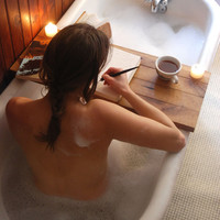 Reclaimed Wood Tub Caddy: Oak, cozy spring/summer bath.