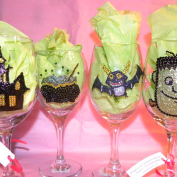 Set of four wine glasses (red wine or white wine)  - Halloween series