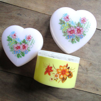 heart box trinket box ring box hearts flowers vintage 60s 70s dresser vanity mad men decor nursery decor pink yellow plastic candy favor box