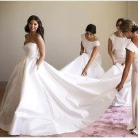 Sleeveless White/Ivory Satin Wedding Dress Bridal Gown with Pockets