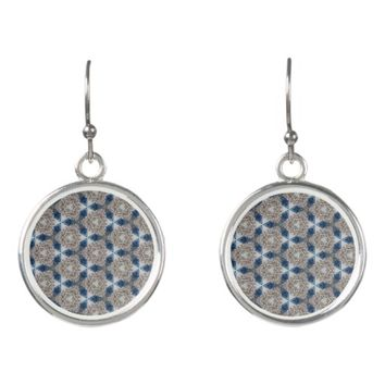 diamonds pattern earrings