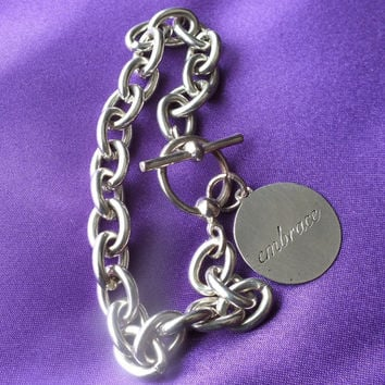 Inspirational Pendant Embrace the World Round Tag on Silver Toned Chain Link Bracelet Nice Vintage Ladies Jewelry Free Shipping and Gift Box